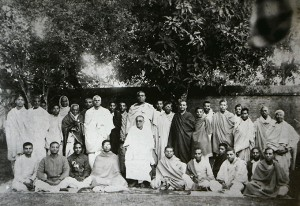 srila-bhaktisiddhanta-saraswati-thakur-and-his-disciples1