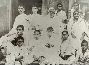 Bhaktisiddhanta_with_Bhaktivinoda_and_family